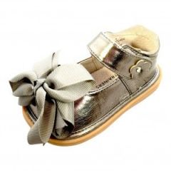 Mooshu Trainers Little Girls Pewter Bow Squeaky Mary Jane Shoes 5-9 Toddler